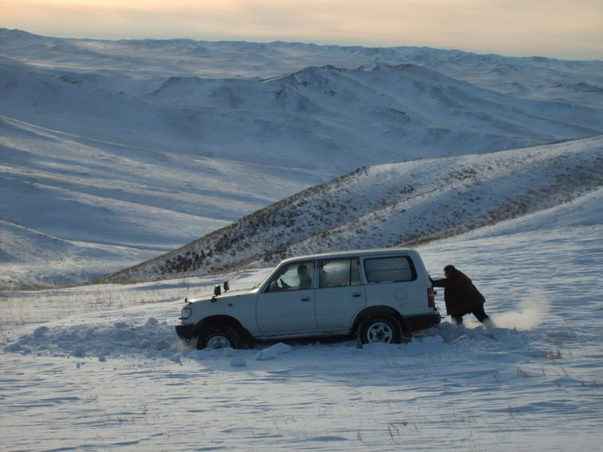 Car sunk in snow - Mongolia
